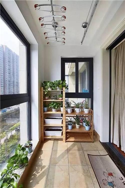 设计师建议,开放式阳台装修时一定要设定水平倾斜度